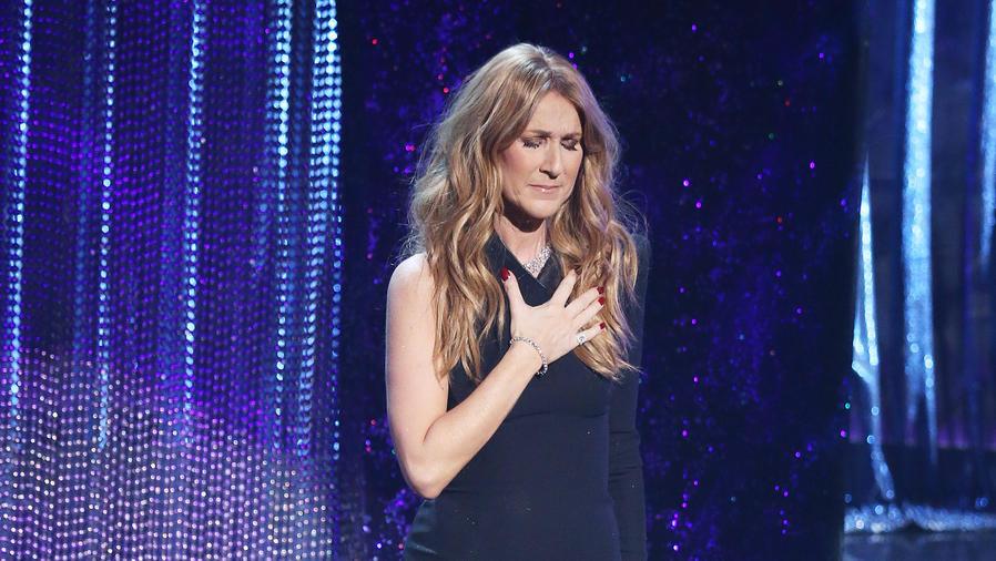 Céline Dion en un concierto de Grammy 2016