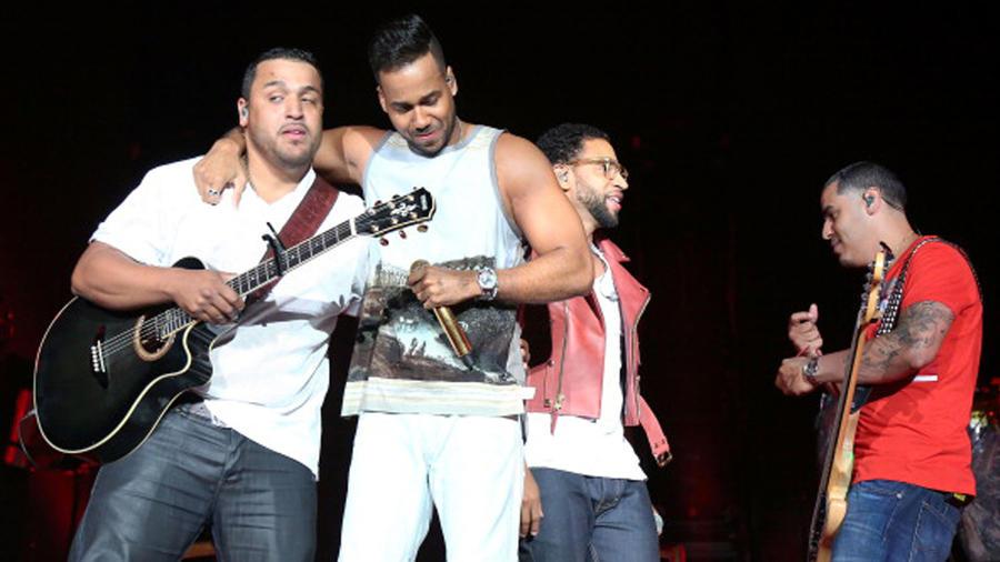 Romeo Santos junto a Lenny, Henry y Max Santos Grupo Aventura se reúne en Nueva York 2014