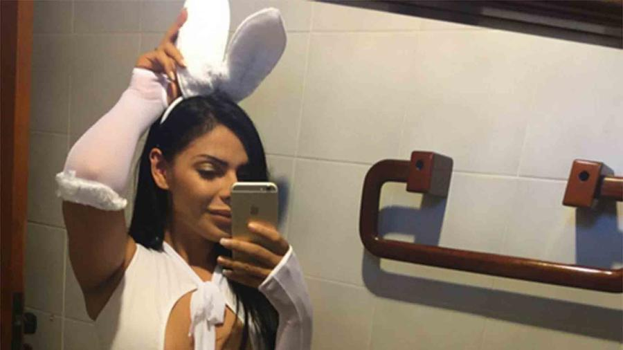 Suzy Cortez como conejita de Pascua