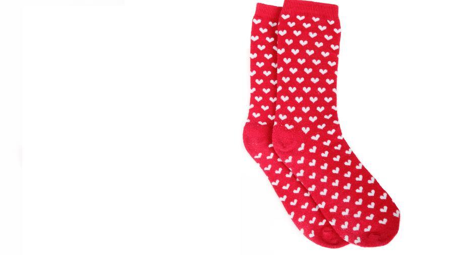 Calcetines rojos con corazones