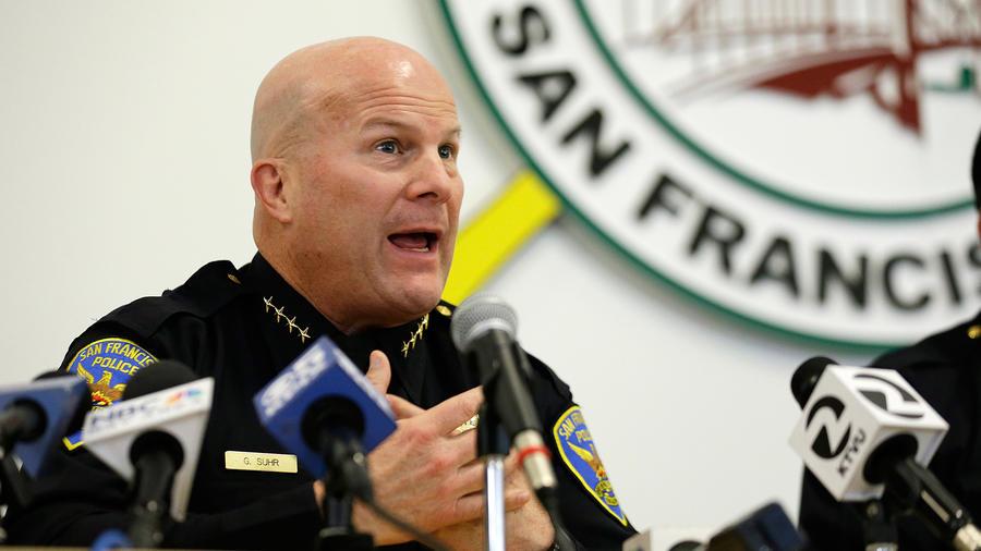 Fotografía de archivo del 13 de abril de 2016 muestra al jefe de policía de San Francisco Greg Suhr durante una asamblea para proporcionar al barrio Mission District una actualización sobre la investigación a un agente involucrado en una balacera