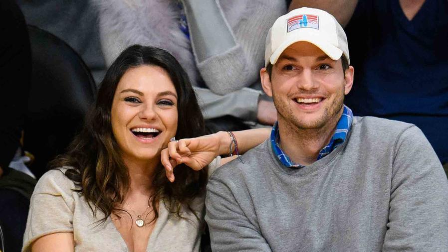 Mila Kunis y Ashton Kutcher en Staples Center 2014