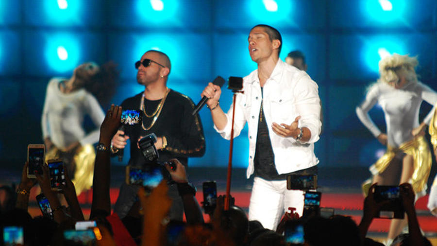 Chino y Nacho en los Heat Latin Awards 2016