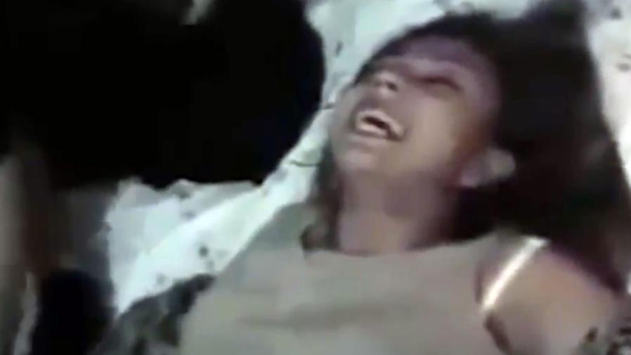 Video de una mujer que se somete a un exorcismo