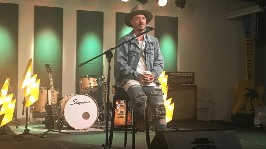J Balvin presentando su nuevo álbum 'Energía'