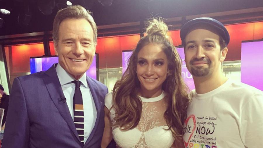 Bryan Cranston debuta en Instagram con una foto junto a Jennifer Lopez y Lin-Manuel Miranda