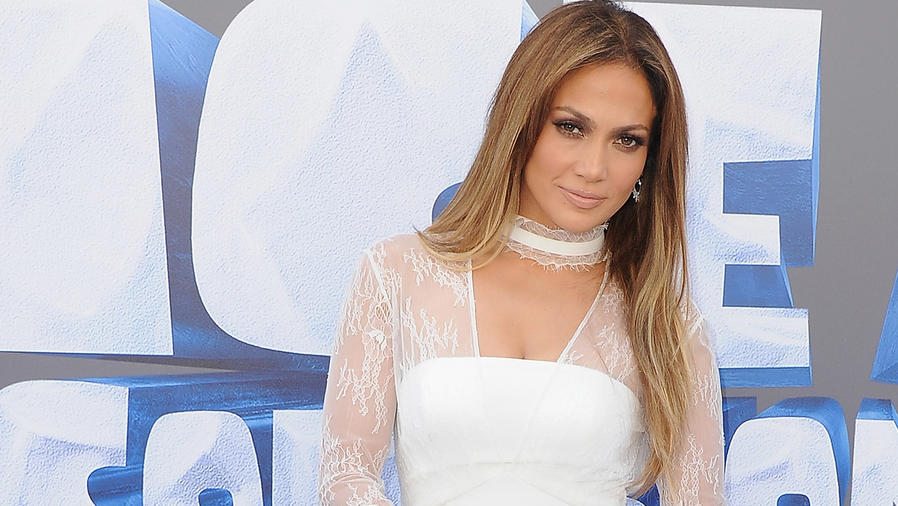 Jennifer Lopez a su llegada al screening de Ice Age: Collision Course