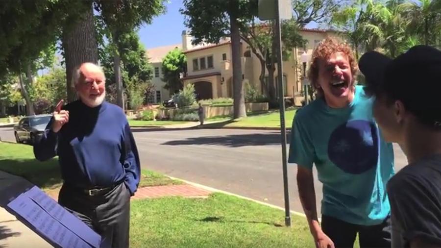 """Dos músicos sorprenden a John Williams con el tema de """"Star Wars""""."""