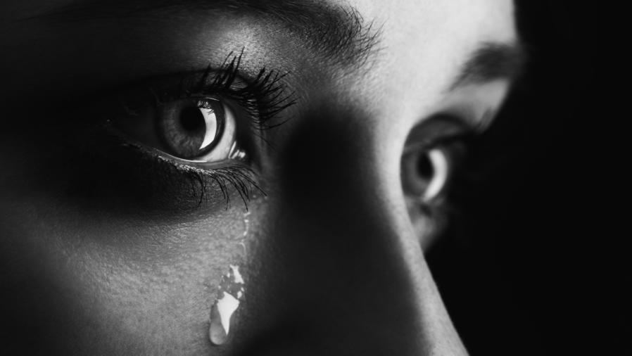 Ojos de mujer con lágrimas