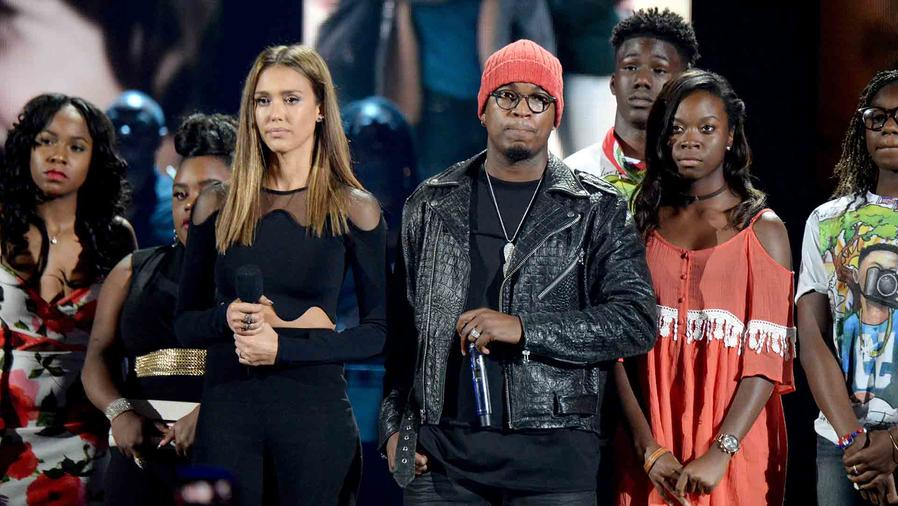 Timberlake, Alba ponen la nota seria en los Teen Choice