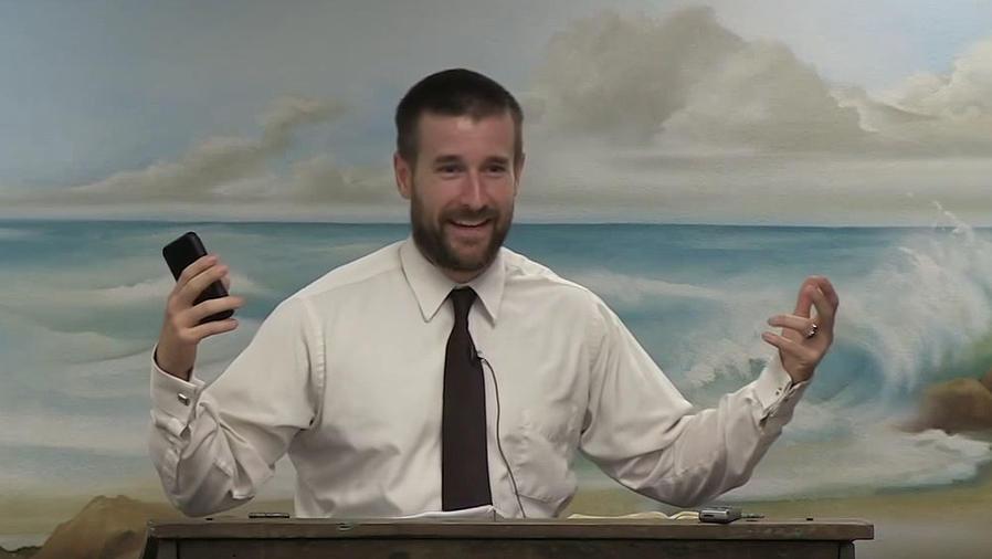 Pastor Steven Anderson durante un sermón