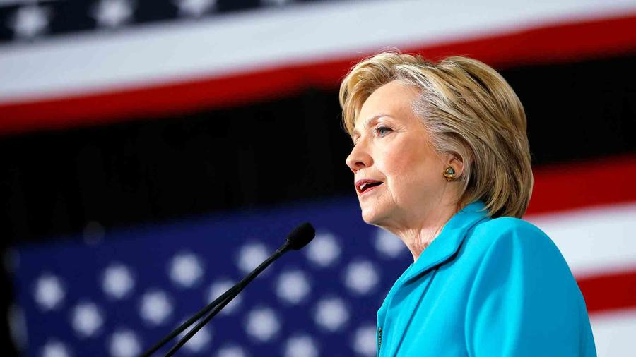 Clinton arremete contra Trump