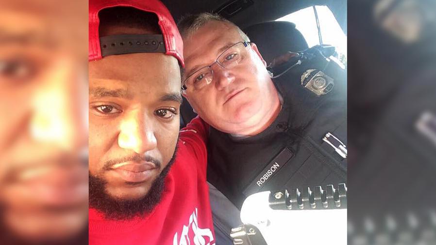 Hombre con policia