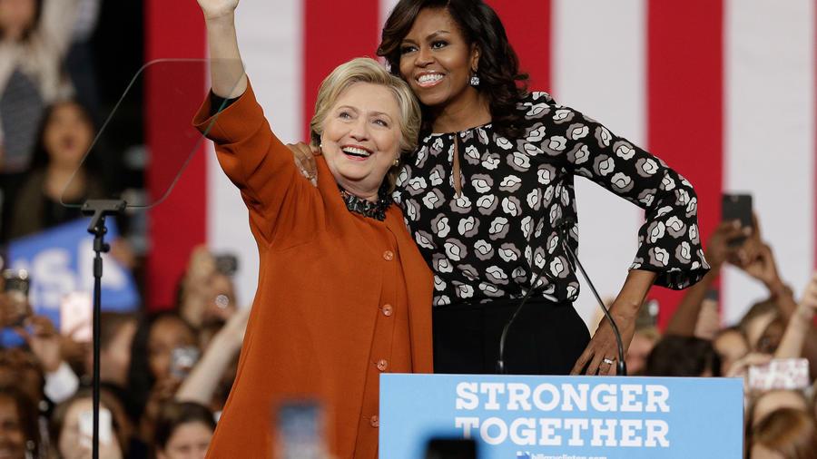 La candidata demócrata a la presidencia Hillary Clinton y la primera dama, Michelle Obama en campaña el Jueves 27 de octubre del 2016