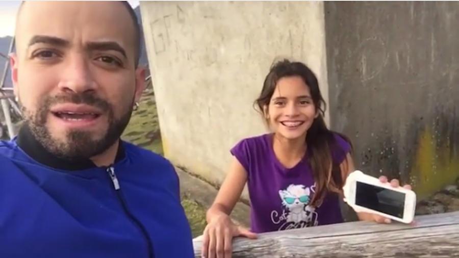 Nacho y su fan en Ecuador