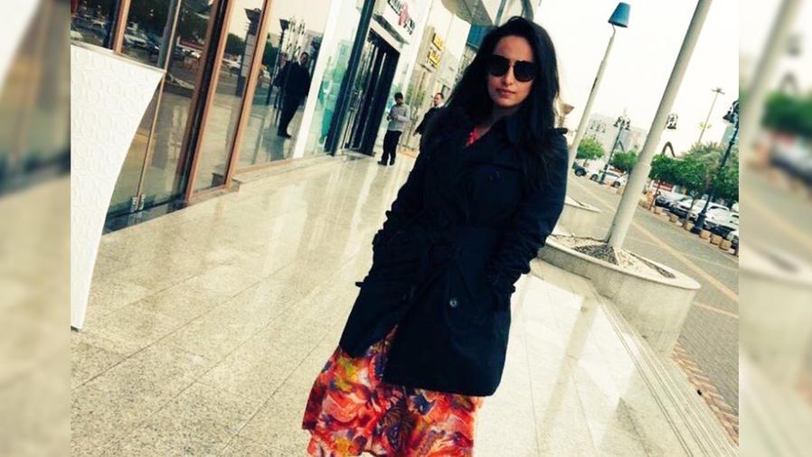 Mujer sin hiyab