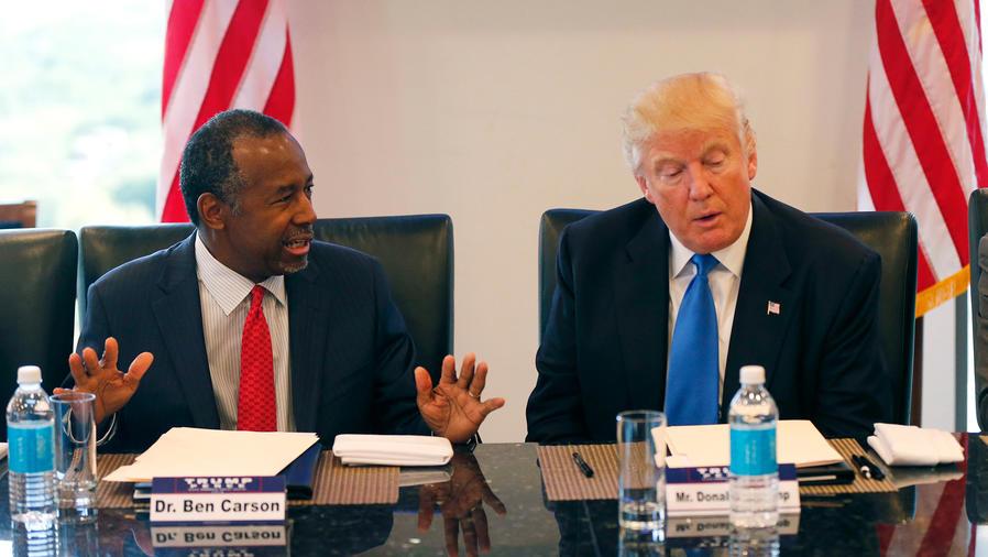 Ben Carson y Donald Trump en una reunión en New York en agosto del 2016