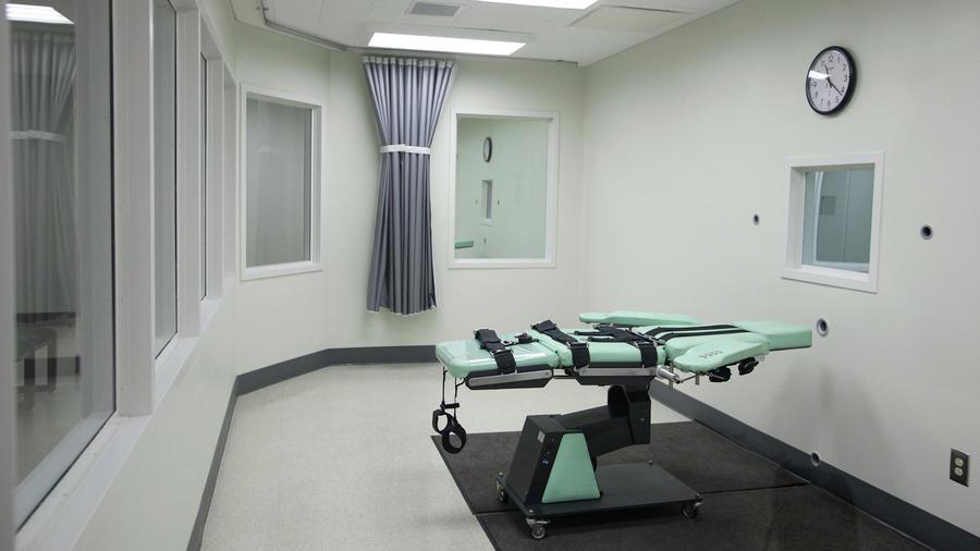 Foto tomada el 21 de septiembre del 2010 de la sala donde se aplica la pena de muerte en la cárcel de San Quentin en California.