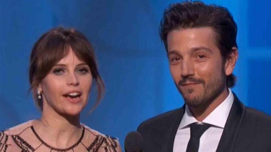 Diego Luna y Felicity Jones en los Golden Globes 2017