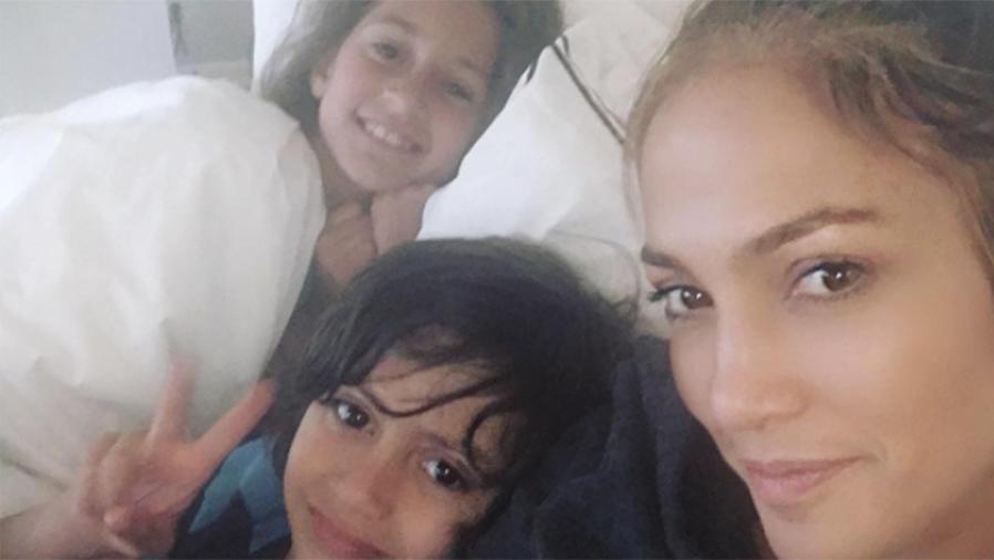 Jennifer Lopez junto a sus hijos