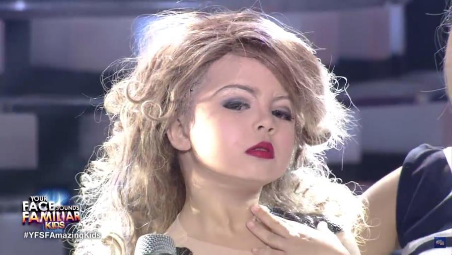 Xia Vigor imitando a Taylor Swift