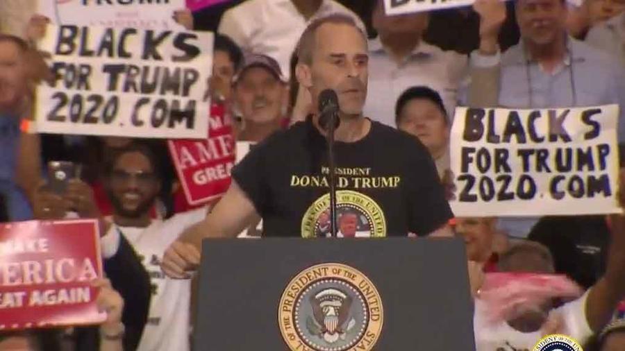 Trump invitó a desconocido a estrado de su último evento en Florida