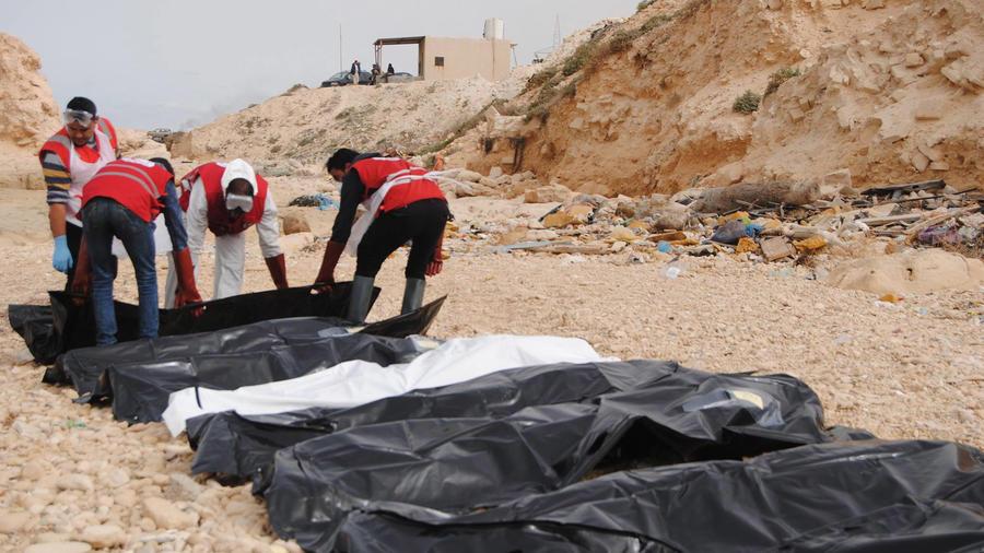 Hallan los cuerpos de 74 personas en las costas de Libia