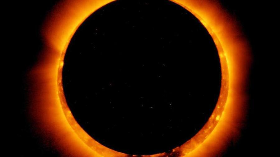 """La luna estará rodeada por un """"anillo de fuego"""""""