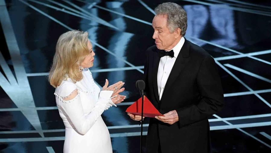 Faye Dunaway y Warren Beatty en los Oscars 2017