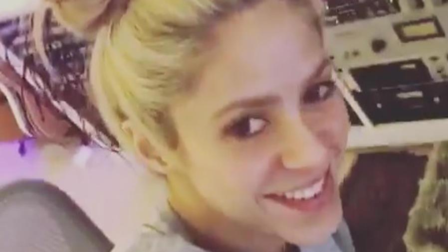 Shakira en estudio de grabación