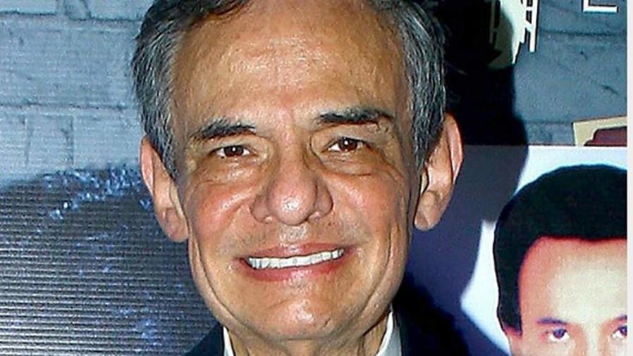 José José sonriendo