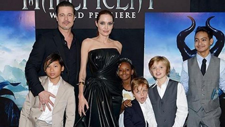 Brad Pitt y su familia en premiere de Maleficent