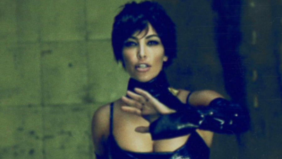 Kim Kardashian como Kris Jenner