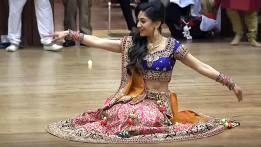 novia india bailando