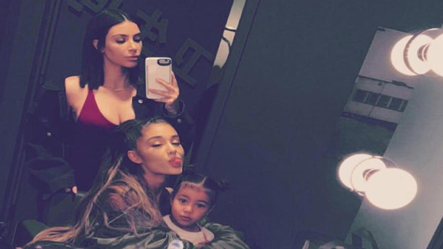 Ariana Grande, Kim Kardashian y North West selfie