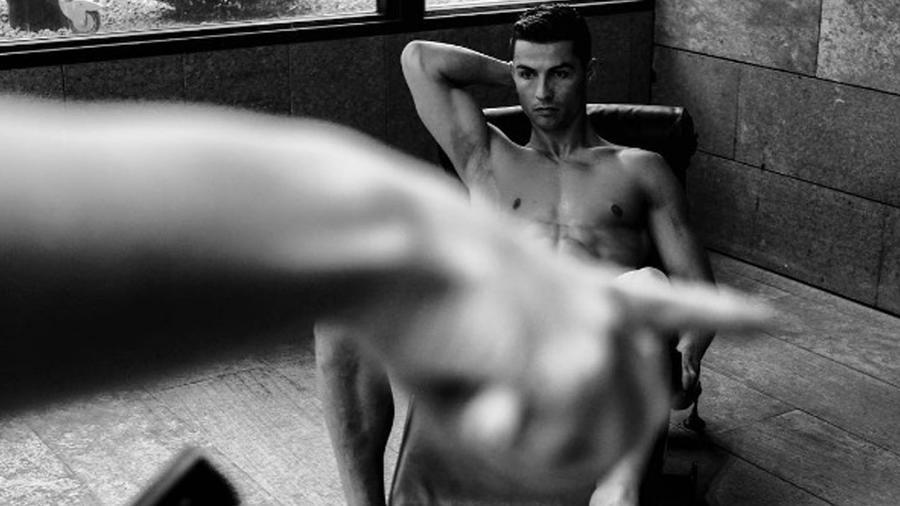 Cristiano Ronaldo parece estar desnudo en una foto que él mismo publicó en su cuenta de Instagram en abril del 2017