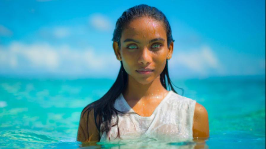 Raudha Athif saliendo del agua