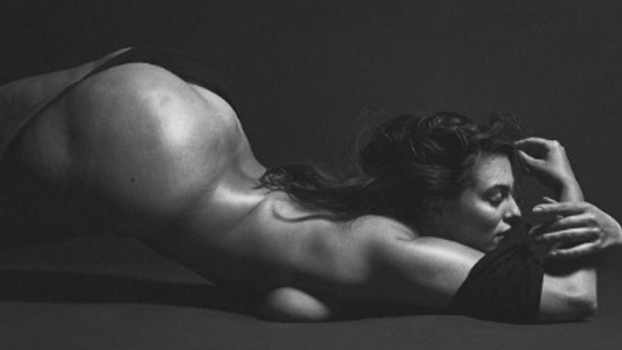 Ashley Graham posando desnuda