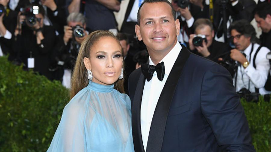 "Jennifer Lopez y Alex Rodriguez-""Rei Kawakubo/Comme des Garcons: Art Of The In-Between"" Costume Institute Gala - Arrivals"