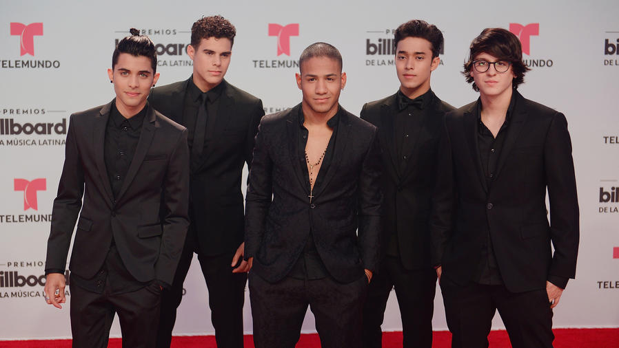 CNCO en la alfombra de Billboard Latin Music Awards 2017