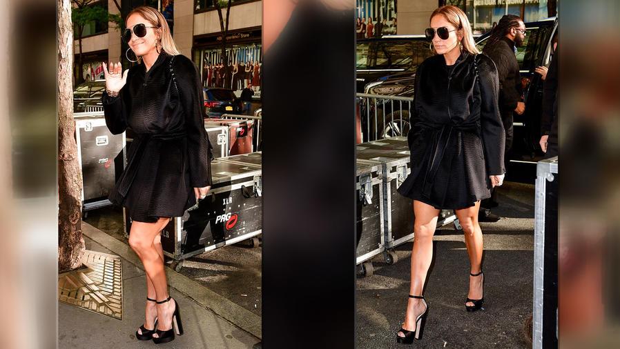 Jennifer Lopez con look negro