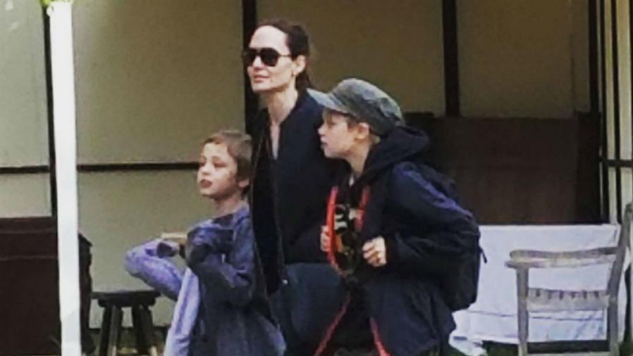 Angelina Jolie con Shiloh y Knox rumbo a la Feria Renacentista