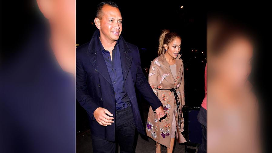 Jennifer Lopez y Alex Rodriguez tomados de la mano en Nueva York