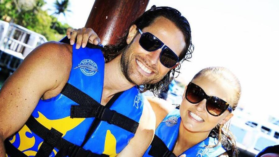 Sebastián Rulli y Angelique Boyer con chaleco salvavidas