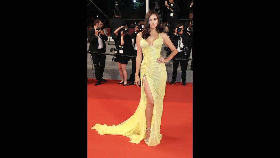 Irina Shayk posando en Cannes 2017