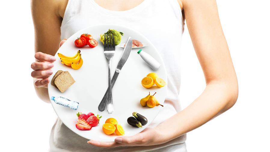 Reloj hecho de alimentos