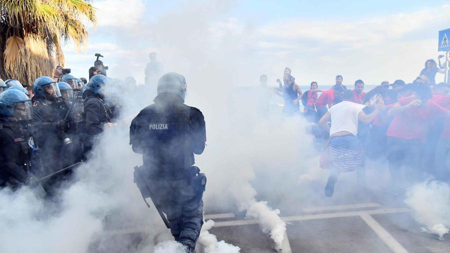 La Policía carga contra manifestantes contra el G7 en Italia con gases lacrimógenos