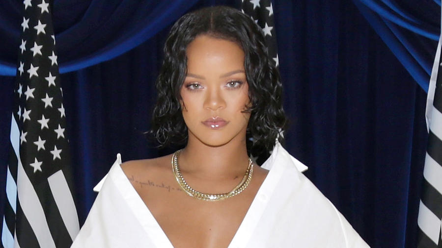 Rihanna modelando