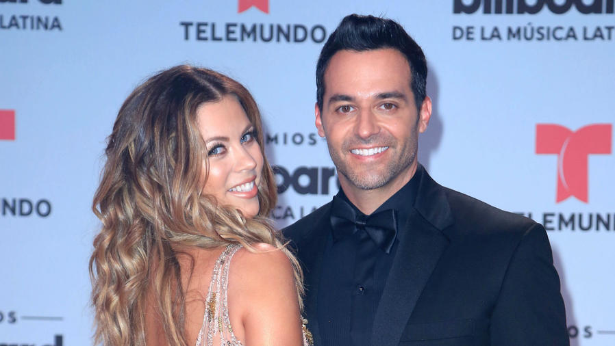 Ximena Duque y Jay Adkins en los premios Billboard 2017