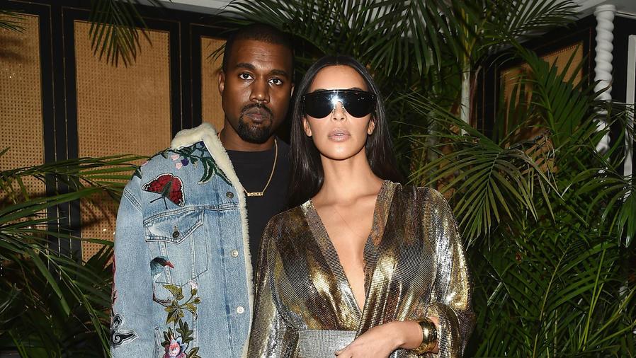 Kim Kardashian y Kanye West en el PFW 2016